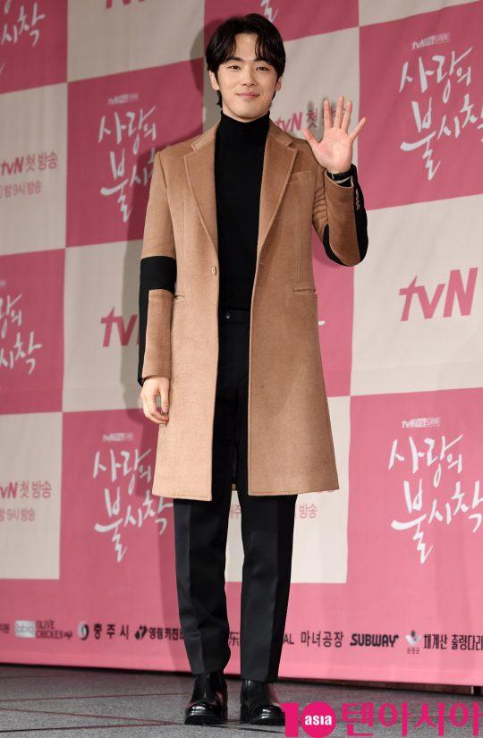 [TEN PHOTO]김정현 '반가워요'