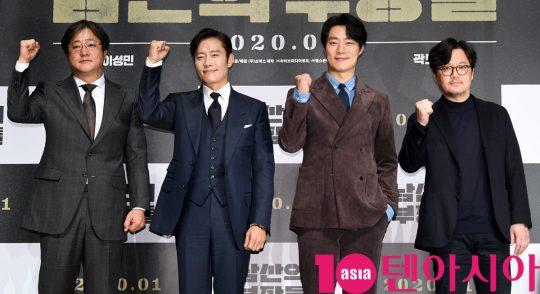 곽도원,이병헌,이희준,우민호 감독(왼쪽부터)이 12일 오전 서울 신사동 압구정 CGV에서 열린 영화 '남산의 부장들' 제작보고회에 참석하고 있다.
