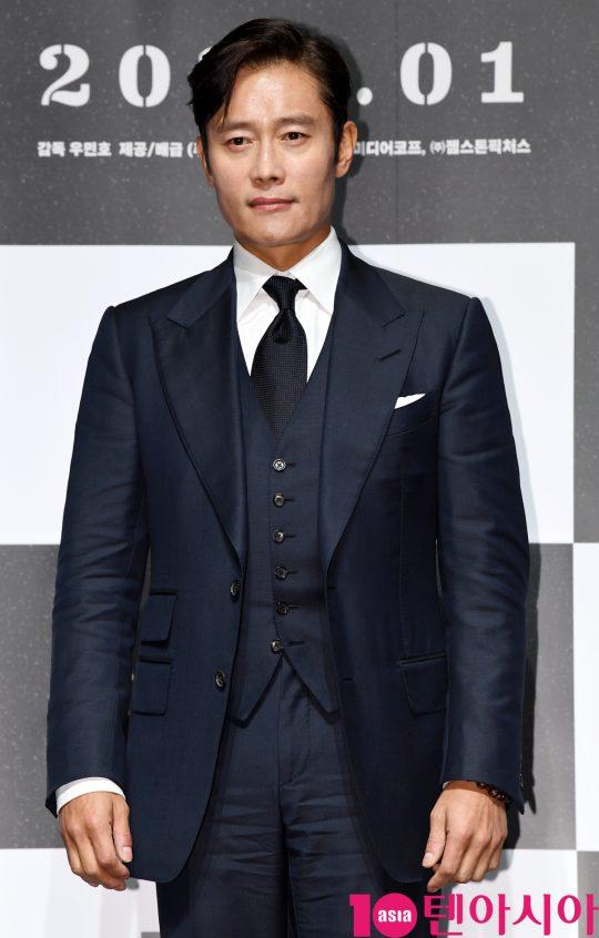 배우 이병헌이 12일 오전 서울 신사동 압구정 CGV에서 열린 영화 '남산의 부장들' 제작보고회에 참석하고 있다.