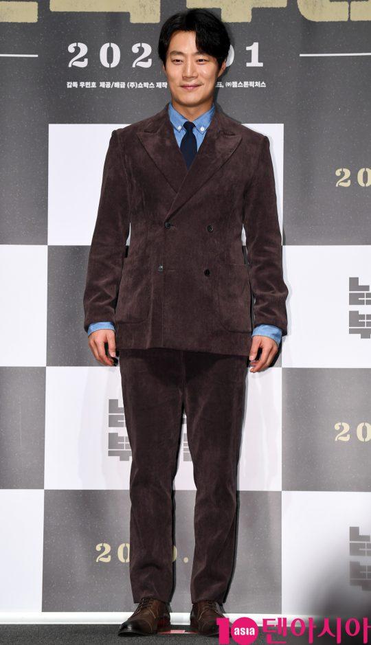 배우 이희준이 12일 오전 서울 신사동 압구정 CGV에서 열린 영화 '남산의 부장들' 제작보고회에 참석하고 있다.