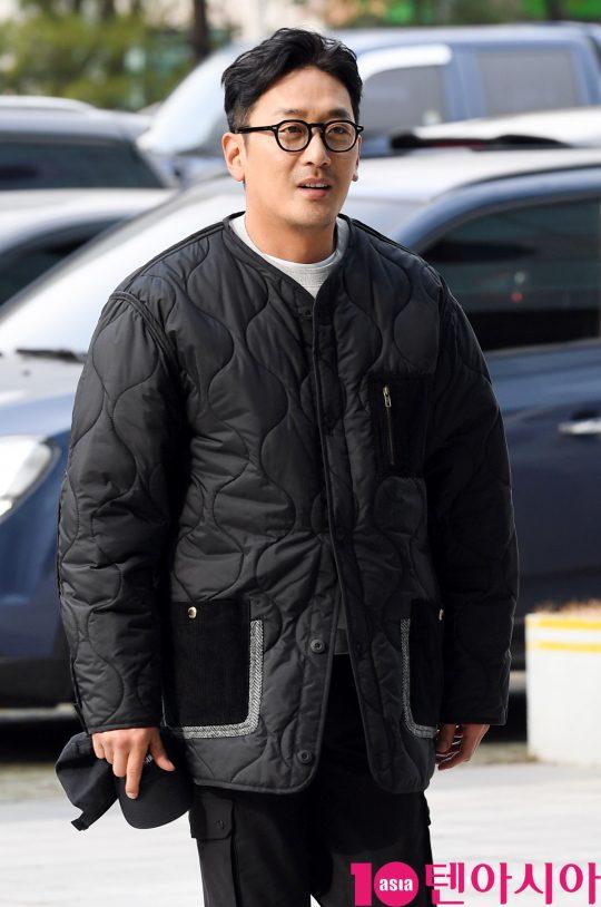 배우 하정우가 13일 오전 서울 목동 SBS 본사에서 진행된 SBS 파워FM '최화정의 파워타임'에 영화 '백두산' 홍보차 참석했다.