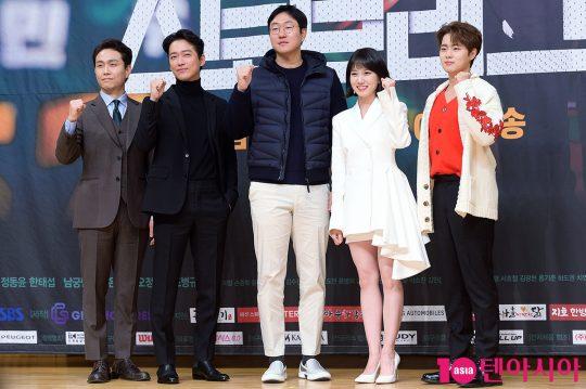 배우 오정세(왼쪽부터), 남궁민, 정동윤PD, 박은빈, 조병규