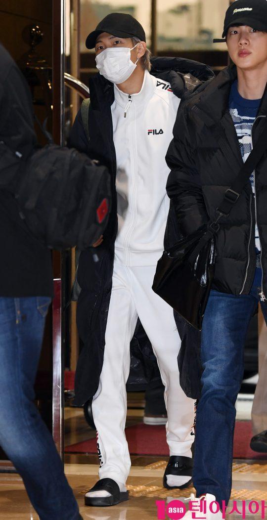 그룹 방탄소년단(BTS)(RM, 슈가, 진, 제이홉, 지민, 뷔, 정국) RM이 13일 오후 일본 팬미팅 참석차 서울김포비지니스항공센터를 통해 일본으로 출국하고 있다.