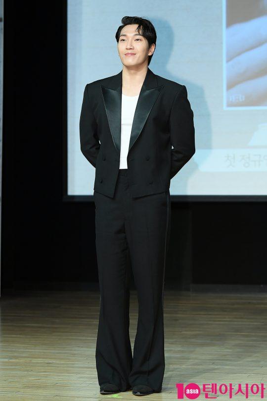 가수 김필