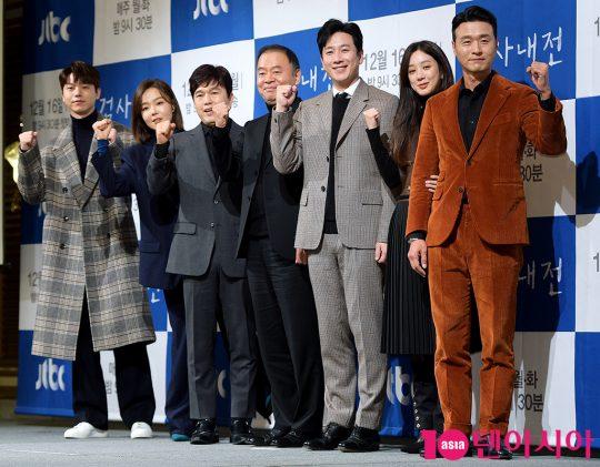 배우 전성우(왼쪽부터), 이상희, 김광규, 이태곤 감독, 이선균, 정려원, 이성재