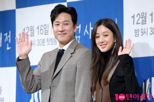배우 이선균(왼쪽), 정려원. / 서예진 기자 yejin@