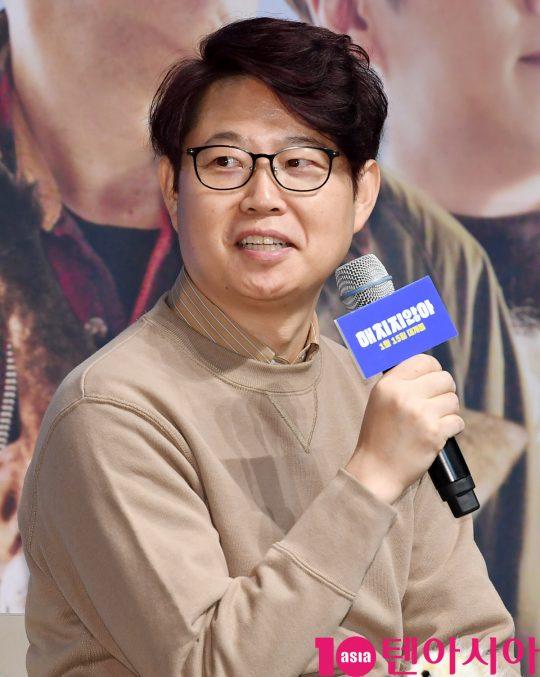 손재곤 감독이 18일 오전 서울 신사동 압구정 CGV에서 열린 영화 '해치지않아' 제작보고회에 참석하고 있다.