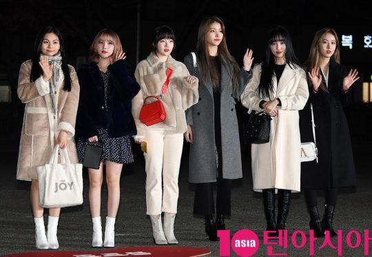 여자친구가 20일 오전 서울 여의도 KBS 신관 공개홀에서 열린 KBS2 '뮤직뱅크'(뮤뱅) 리허설에 참석하고 있다.