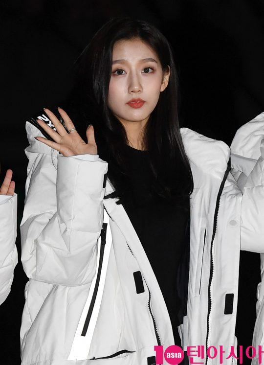 러블리즈 정예인이 20일 오전 서울 여의도 KBS 신관 공개홀에서 열린 KBS2 '뮤직뱅크'(뮤뱅) 리허설에 참석하고 있다.