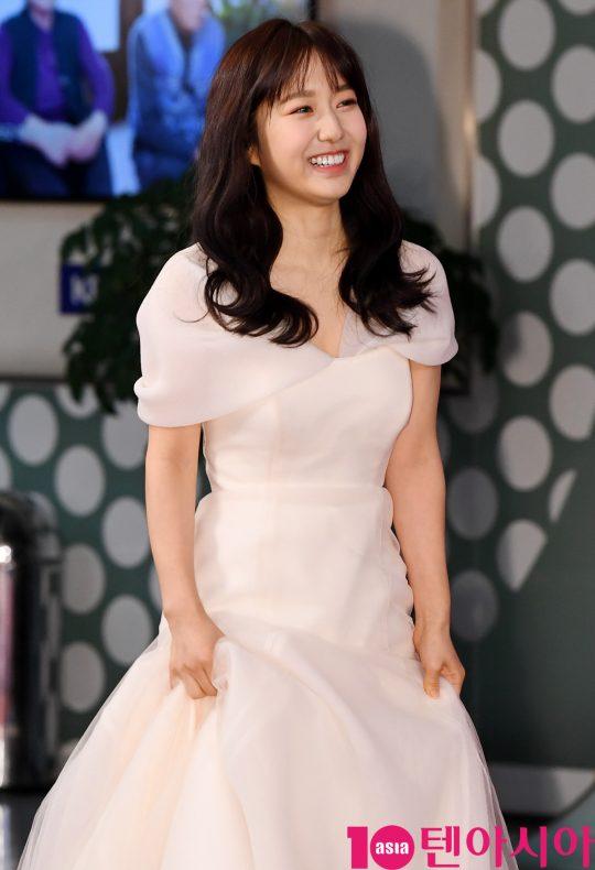 이혜성 아나운서가 21일 오후 서울 여의도동 KBS본관에서 열린 '2019 KBS 연예대상' 레드카펫 행사에 참석하고 있다.