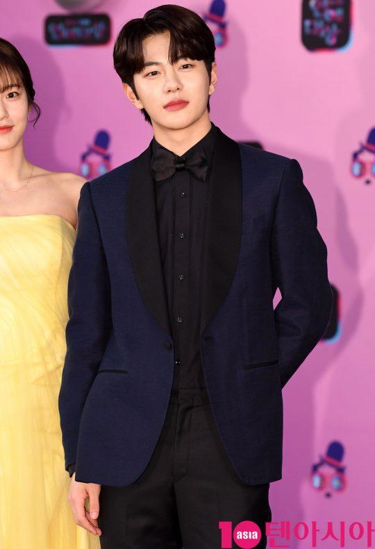 골드차일드 보민이 21일 오후 서울 여의도동 KBS본관에서 열린 '2019 KBS 연예대상' 레드카펫 행사에 참석하고 있다.