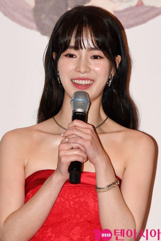 배우 임지연이 30일 오후 서울 상암동 MBC 미디어센터에서 열린 2019 MBC 연기대상 시상식에 참석하고 있다.