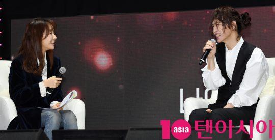 가수 양준일이 31일 오후 서울 능동로 세종대학교 대양홀에서 진행된 '2019 양준일 선물' 팬미팅 기자간담회에 참석하고 있다.