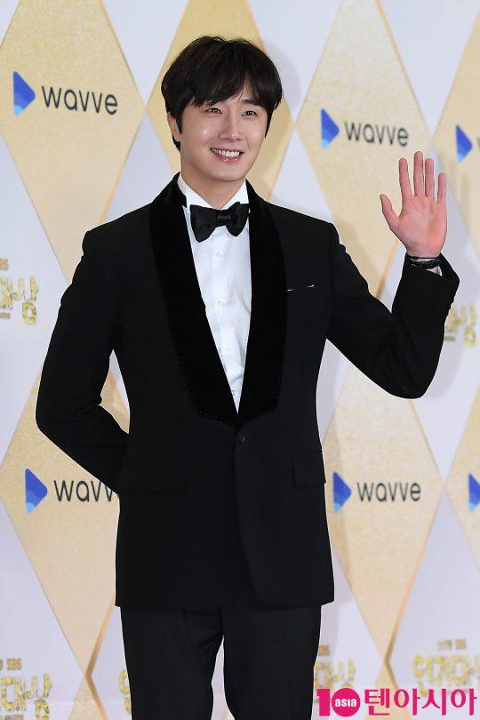 배우 정일우