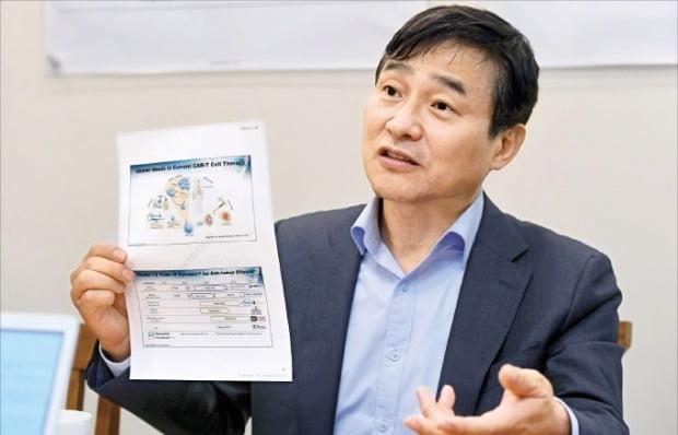 성영철 제넥신 회장이 신약 후보물질 개발 상황을 설명하고 있다.  /신경훈  기자  khshin@hankyung.com
