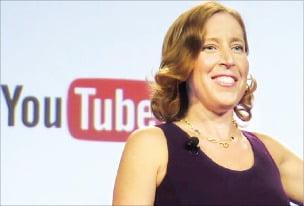 """유튜브 CEO의 엄격한 자녀교육 """"우리 아이는 유튜브 키즈만 보게 한다"""""""
