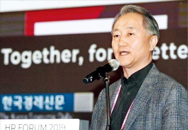 AI 역량검사를 개발한 이형우 마이다스아이티의 최고행복책임자(CHO)가 지난달 한국경제신문사가 주최한 글로벌 인재포럼에서 강연하고 있다.  한경DB