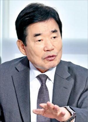 더불어민주당 국가경제자문회의 의장을 맡고 있는 김진표 의원이 경제혁신 방향과 총리 후보 배제 과정 등에 대해 말하고 있다.   /서범세  한경비즈니스  기자  joycine@hankyung.com