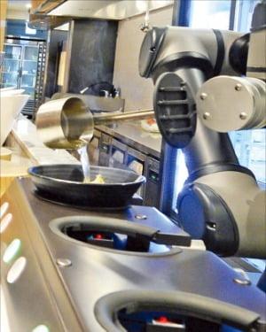 주문·요리·서빙·설거지까지 알아서 척척…CES 가는 LG '레스토랑 로봇'