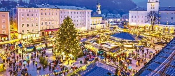 잘츠부르크 구시가지에서 열리는 크리스마스마켓은 겨울 유럽 여행의 필수 코스로 손꼽힌다.  Getty Images Bank