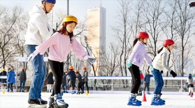 50년 만에 문 연 노들섬 스케이트장