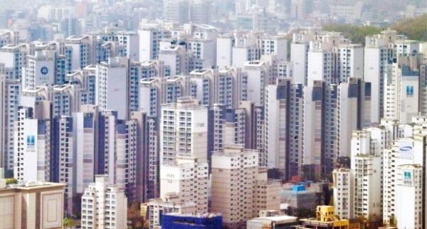 대출 죄고 보유세 올렸다…고강도 규제에 집값 '숨고르기'
