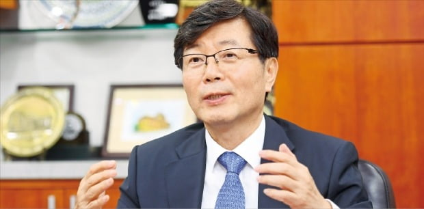 """임홍재 국민대 총장은 24일 """"국민대의 실용학풍 전통이 산학협력 분야에서 독보적인 성과로 이어지고 있다""""고 말했다.  /강은구 기자 egkang@hankyung.com"""