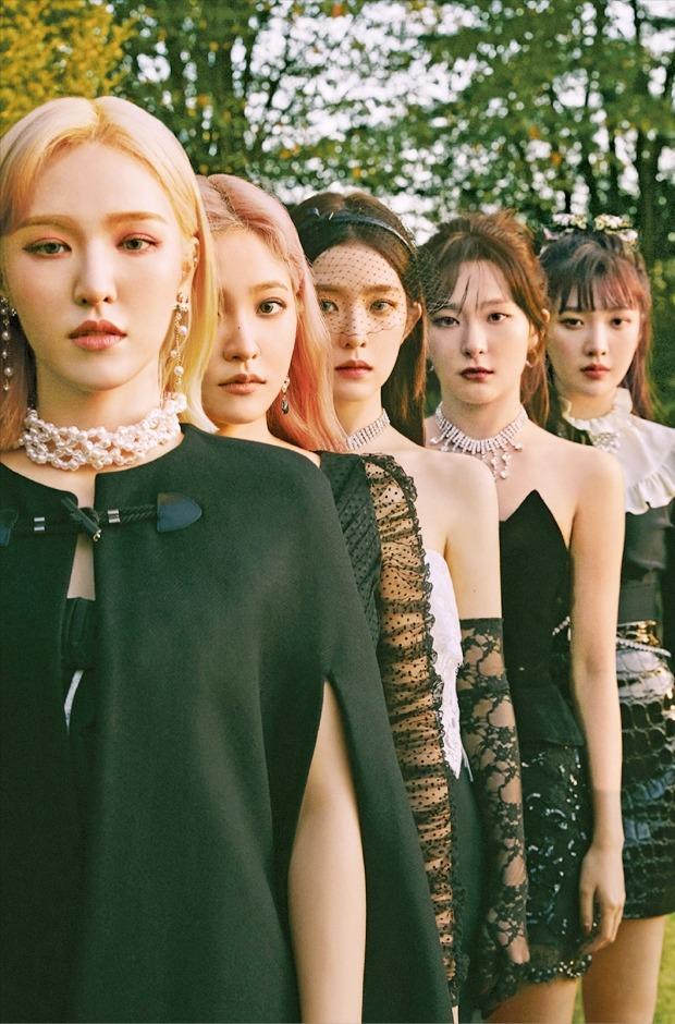 그룹 레드벨벳의 웬디(왼쪽부터), 예리, 아이린, 슬기, 조이. SM엔터테인먼트  제공