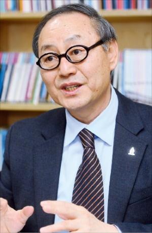 박종관 위원장이 예술지원 사업 개편안을 설명하고 있다. /강은구 기자  egkang@hankyung.com