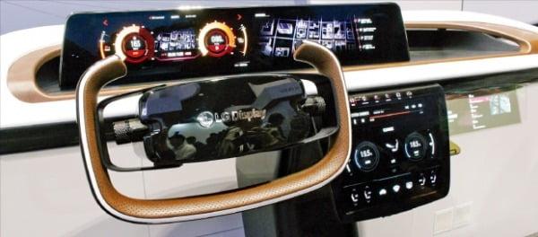 LG디스플레이는 차별화된 기술을 바탕으로 세계 유명 완성차 업체에 차량용 디스플레이를 공급하고 있다.  LG 제공
