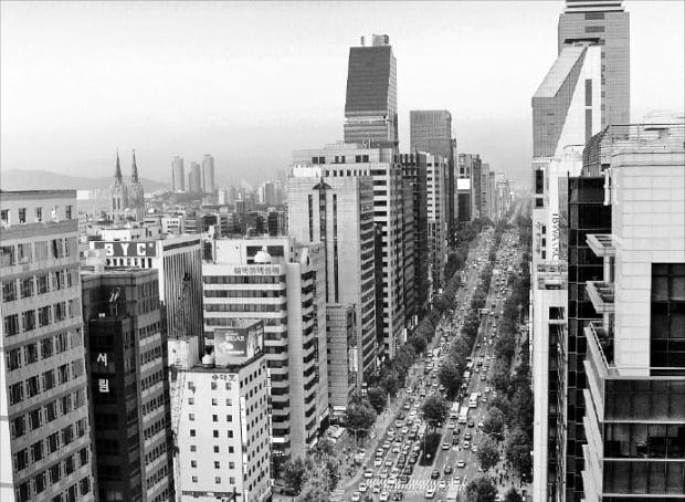 상업용 부동산에 소액 투자할 수 있는 거래소가 잇따라 개장을 앞두고 있다. 사진은 대형 업무용 빌딩이 밀집한 서울 테헤란로.   /한경DB