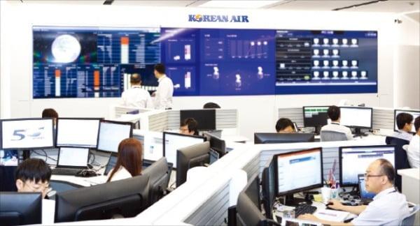 클라우드 기반 정보기술(IT) 업무 시스템이 구축된 대한항공 사무실 모습.  한진 제공
