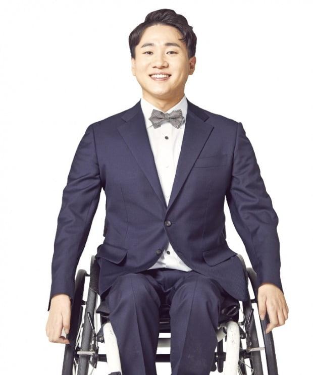 """신현오 무빙트립 대표 """"휠체어 타도 패러글라이딩 할 수 있어요"""""""