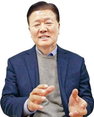"""감정평가사 최고령 합격 최기성 씨 """"65세에 딴 자격증으로 인생 2막 열어요"""""""