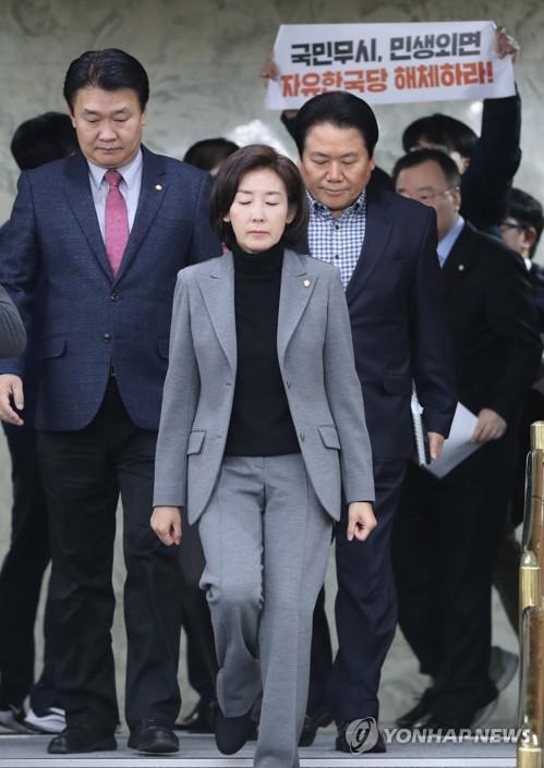 """나경원 """"친문게이트 몸통은 靑…남 탓할 시간에 해명하라""""(종합)"""