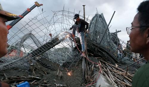 캄보디아서 사찰 건물 붕괴…최소 세 명 사망