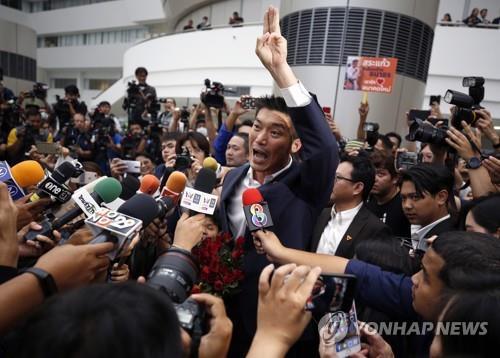 """태국 야당 대표 """"당 해산 시도하면 어떤 일 일어날지 몰라"""" 경고"""