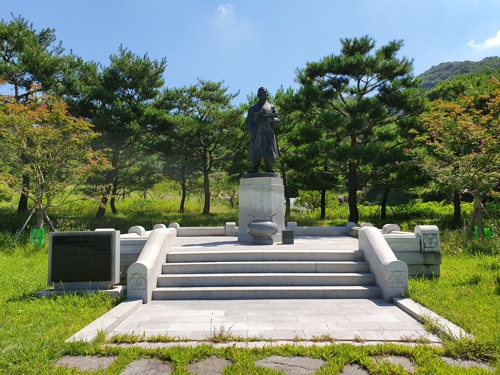 단재 신채호 선생 동상 서대전광장으로…대전역광장은 무산
