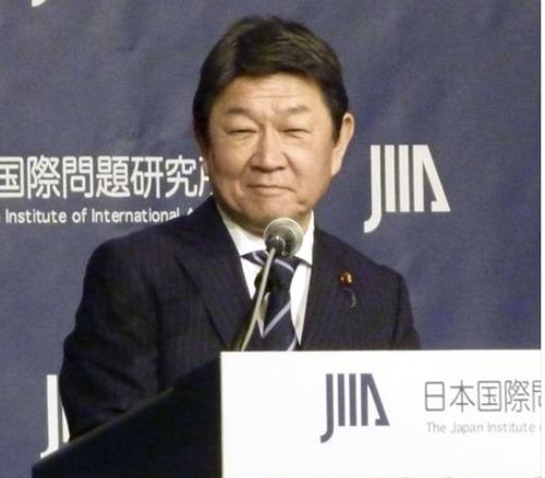 """日 외무상 """"韓 국제법 위반 시정, 계속 강하게 요구"""""""