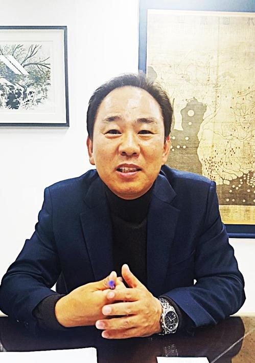 """[인터뷰] 김도균 한국이민재단 이사장 """"제주 난민들 잘 살고 있어요"""""""
