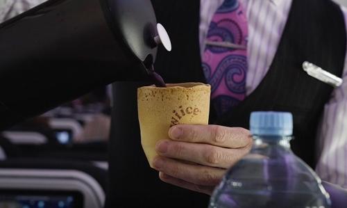 """에어뉴질랜드, """"커피 마시고 컵도 드세요"""""""