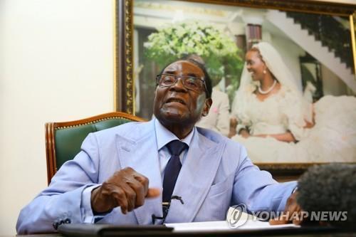 '국민은 굶주리는데'…짐바브웨 무가베, 가족에게 막대한 유산
