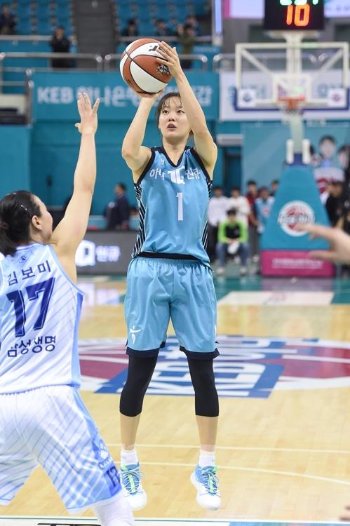 신지현 17점…여자농구 하나은행, 삼성생명 꺾고 3연패 탈출