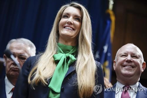 美조지아 상원의원에 '트럼프 지킴이' 콜린스 대신 여성 기업인