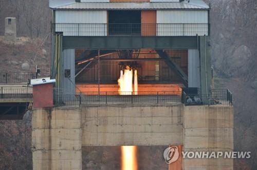北, 서해발사장서 어떤 시험?…'ICBM고체·위성용엔진' 추정(종합)