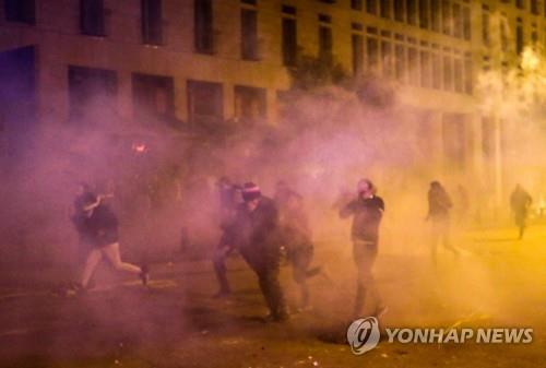 레바논 반정부 시위대-경찰 충돌로 수십명 부상