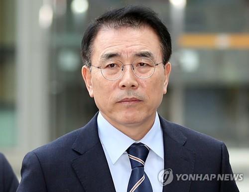 '신한은행 채용비리 의혹' 조용병 회장 징역 3년 구형