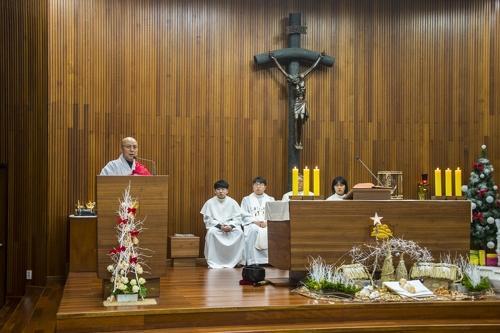 '종교 초월한 만남'…10여년간 성탄미사 참석한 스님