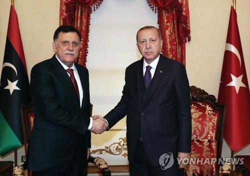 """터키 에르도안 """"리비아가 파병 요청""""…리비아 '외세각축장' 우려(종합)"""