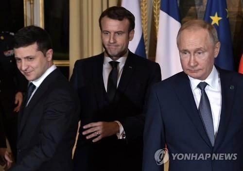 """푸틴·젤렌스키, 전화 통화…""""양국 관계 개선에 동의"""""""